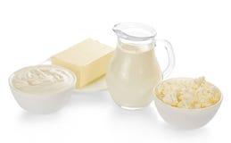 Mleko w dzbanku, chałupa ser, kwaśna śmietanka i fotografia royalty free