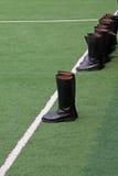 Mlitary buty i Biała linia na zielonym gazonie Obraz Royalty Free