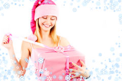 Mlle Santa avec le cadeau Photographie stock libre de droits