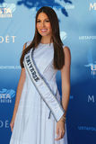 Mlle Universe Gabriela Isler 2014 du Venezuela au tapis rouge avant la cérémonie 2014 de première d'US Open Photographie stock libre de droits