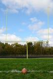 Målstolpar på fält för amerikansk fotboll Arkivfoton