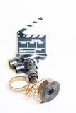 35mm与在焦点拍板外面的电影卷轴在背景中 库存图片