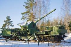 180 mm在作战位置特写镜头的火炮登上TM-1-180在一个2月晴天 堡垒Krasnaya戈尔卡Alekseevsky 图库摄影