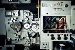 35 mm影片的电影打印机工业机器与rgb灯d 图库摄影
