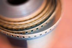 35 mm影片轴穿孔短管轴,电影标志 库存图片