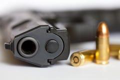 警察开枪和子弹 免版税库存照片