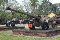 122 mm枪在城市公园,颜色,越南 免版税库存图片
