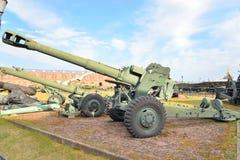 152mm枪短程高射炮D-20在军事历史博物馆 库存照片