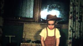 (8mm葡萄酒)牛仔帽儿童圣诞节1957年 影视素材