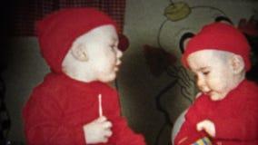 (8mm葡萄酒)装饰孩子当圣诞老人的矮子 股票视频