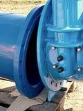 500mm饮料水闸与被拧紧的管子配件的阀门联接 免版税库存图片