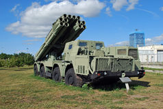 300 mm齐射龙卷风BM9A52-2火喷气机系统  技术博物馆K g Sakharova 陶里亚蒂 库存照片