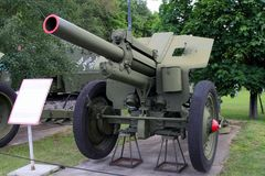 122 mm 1938年根据weaponr的苏联的短程高射炮M-30样品 库存图片