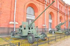 57mm anti--flygplan vapen S-60 Arkivbilder