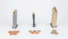 9mm carregados 32 40 do calibre grampos do calibre e Imagem de Stock