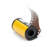 35mm de spoel van de fotofilm op witte achtergrond wordt geïsoleerd die Stock Afbeeldingen