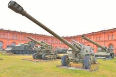 152mm deelhouwitser 2A65 msta-B in Militair Artilleriemuseum Stock Fotografie