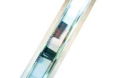 35 mm filmu ekranowa rolka staczająca się w górę szczegółu Zdjęcia Royalty Free