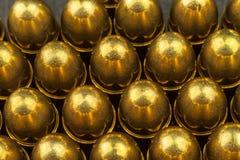 9mm kaliberkassetter Sale av vapen och ammunitionar armar uthärdar rakt till Arkivbilder