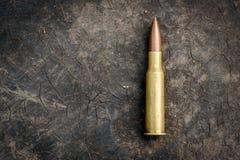 7 62mm Kugel auf Kopien-Raum-Hintergrund Stockbild