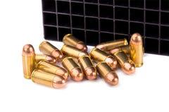 9mm Kugel für ein Gewehr lokalisiert auf weißem Hintergrund Lizenzfreie Stockbilder