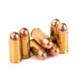9mm Kugel für ein Gewehr lokalisiert auf weißem Hintergrund Stockfotos