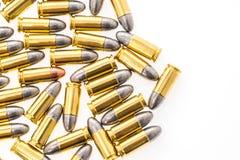 9mm Kugel für Gewehr auf weißem Hintergrund Stockbild