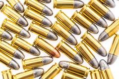 9mm Kugel für Gewehr auf weißem Hintergrund Lizenzfreie Stockfotos