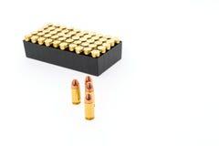 9mm Kugel für Gewehr auf weißem Hintergrund Stockfotografie