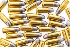 9mm Kugel für Gewehr auf weißem Hintergrund Lizenzfreies Stockfoto