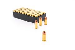 9mm kula för vapen på vit bakgrund Fotografering för Bildbyråer