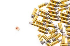 9mm kula för vapen på vit bakgrund Arkivfoto