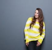 2 200mm 70 8l καλυμμένες χαμογελώντας usm νεολαίες γυναικών κανόνων φ πορτρέτο Στοκ φωτογραφία με δικαίωμα ελεύθερης χρήσης