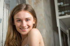 2 200mm 70 8l καλυμμένες χαμογελώντας usm νεολαίες γυναικών κανόνων φ πορτρέτο Στοκ Εικόνα