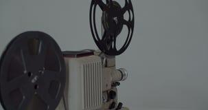 8 mm-Retro de filmprojector speelt Uitstekende projector stock footage