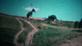 (8mm Weinlese) Dinosaurier-Park 1966 Black Hills North Dakota stock footage