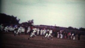 (8mm Wijnoogst) de Aftrap van de de Jeugdvoetbal stock videobeelden