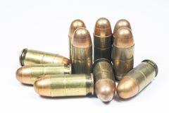 11 mm. Zwarte pistool en munitie Royalty-vrije Stock Afbeeldingen