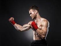 MMA-vechter gekregen voor de strijd klaar stock foto