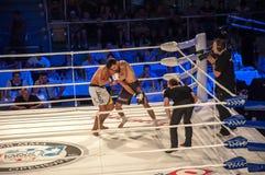 MMA walki bez reguł. Agonia Romero, Hiszpania Kultumanov i Rinat, Rosja. Obrazy Royalty Free