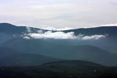 Mmountains med moln Royaltyfri Foto