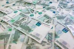 Mnóstwo banknoty w nominalnej wartości tysiąc rosjanów rubl Zdjęcie Stock