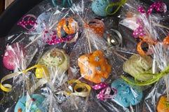 Mnóstwo bonbons teraźniejszość lub prezent paczka drugi dzień świąt bożego narodzenia, czerń Piątek i cyber Poniedział obraz stock