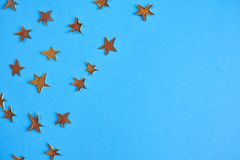 Mnóstwo kolor żółty gwiazdy na błękitnym tle Projekta mockup Obraz Royalty Free