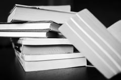 Mnóstwo książki są na stole Zdjęcie Stock