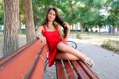 Mnóstwo młoda piękna modna dziewczyna i copyspace obrazy royalty free