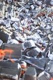 Mnóstwo przypalać, węgiel drzewny, popiół Drzewny właśnie palący puszek Obrazy Stock