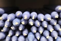 Mnóstwo purpurowe świeczki obraz royalty free