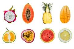 Mnóstwo różne tropikalne owoc cią połówki odizolowywać na bielu fotografia royalty free