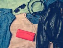 Mnóstwo różnorodny women& x27; s akcesoria i odzież pulower obrazy royalty free